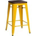 Hoker metalowy z drewnianym siedziskiem Paris Wood 75 żółty/sosna orzech D2.Design do kuchni, restauracji i baru.