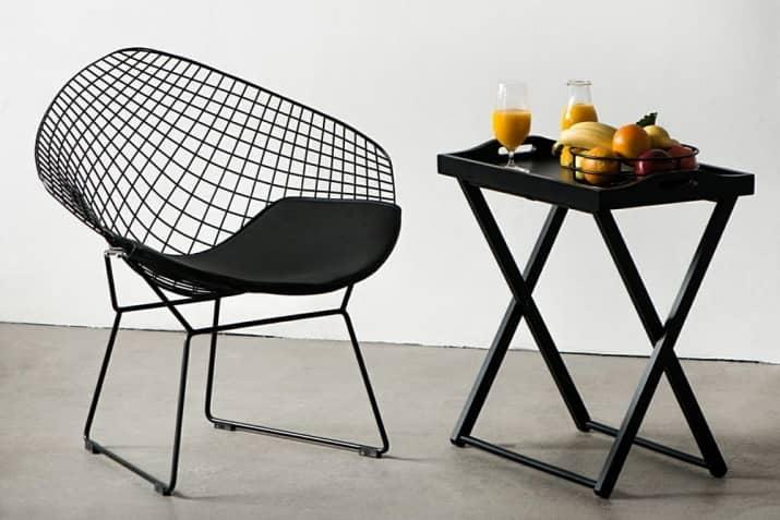 Nowoczesne krzesło metalowe Harry z poduszką.