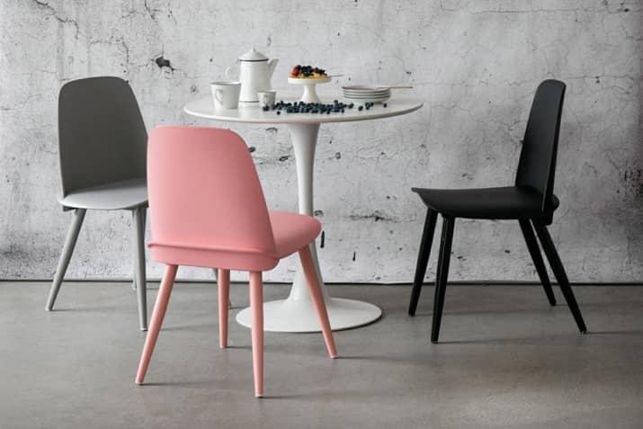 Nowoczesne krzesła z tworzywa Rose.