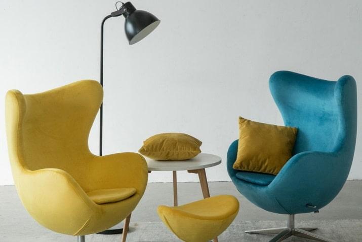 Nowoczesny żółty fotel obrotwy Jajo